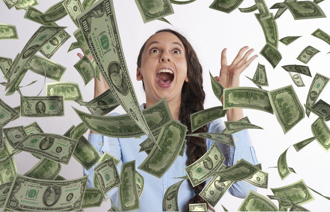 sonhar com dinheiro de loteria