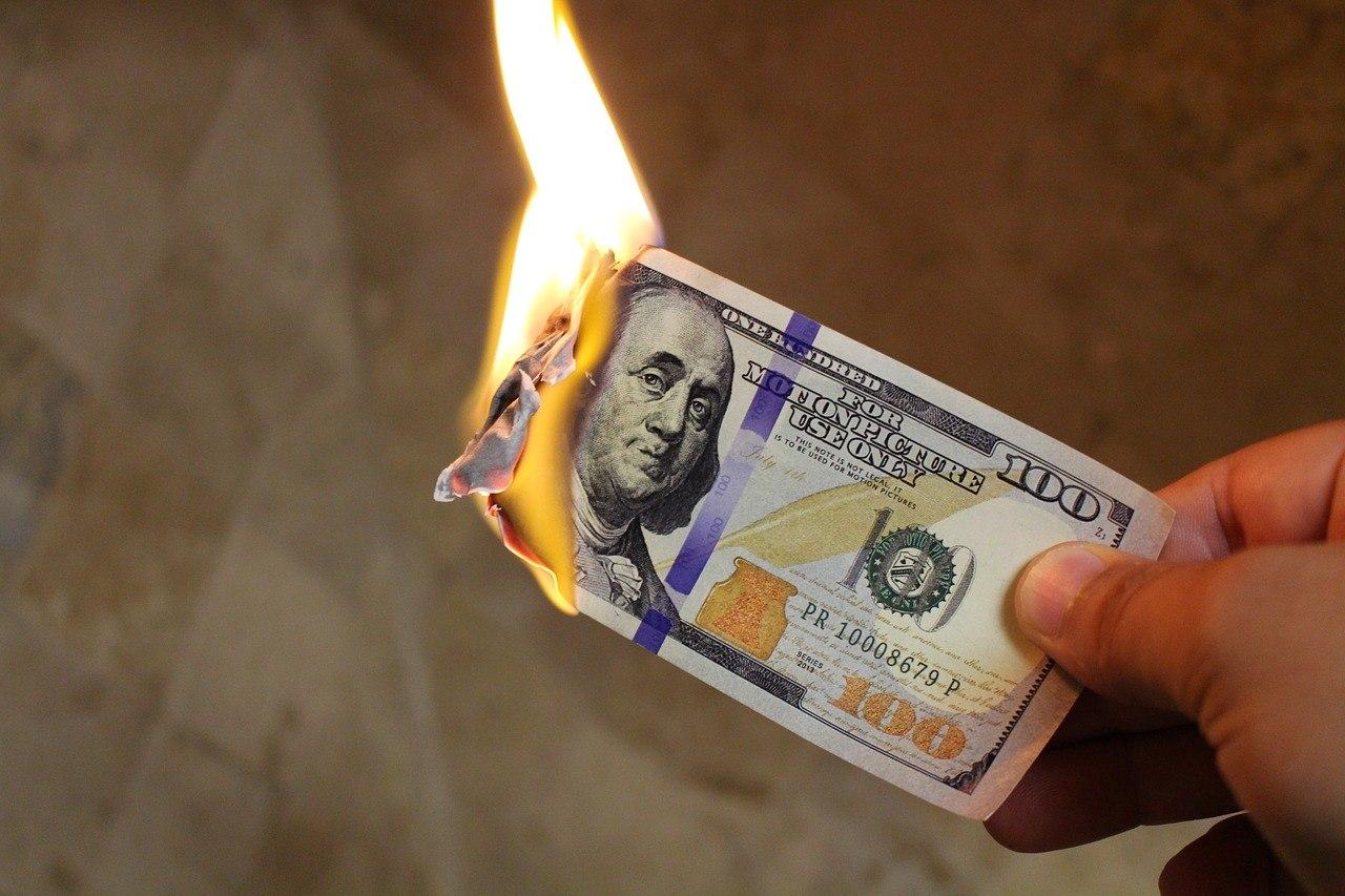 sonhar que queima dinheiro
