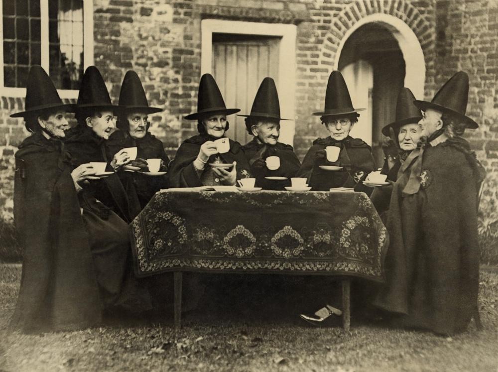 sonhar com várias bruxas