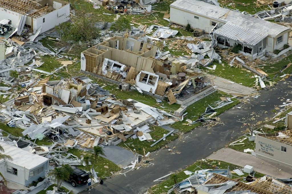 sonhar com estragos de furacão