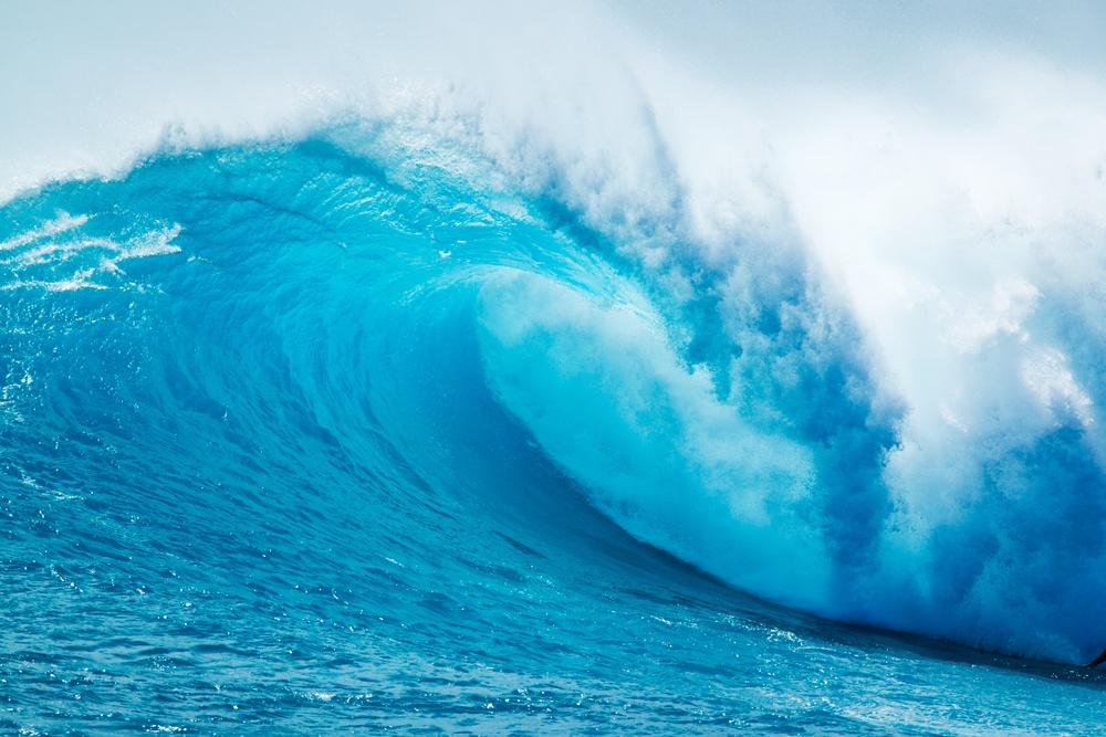 sonhar com onda forte