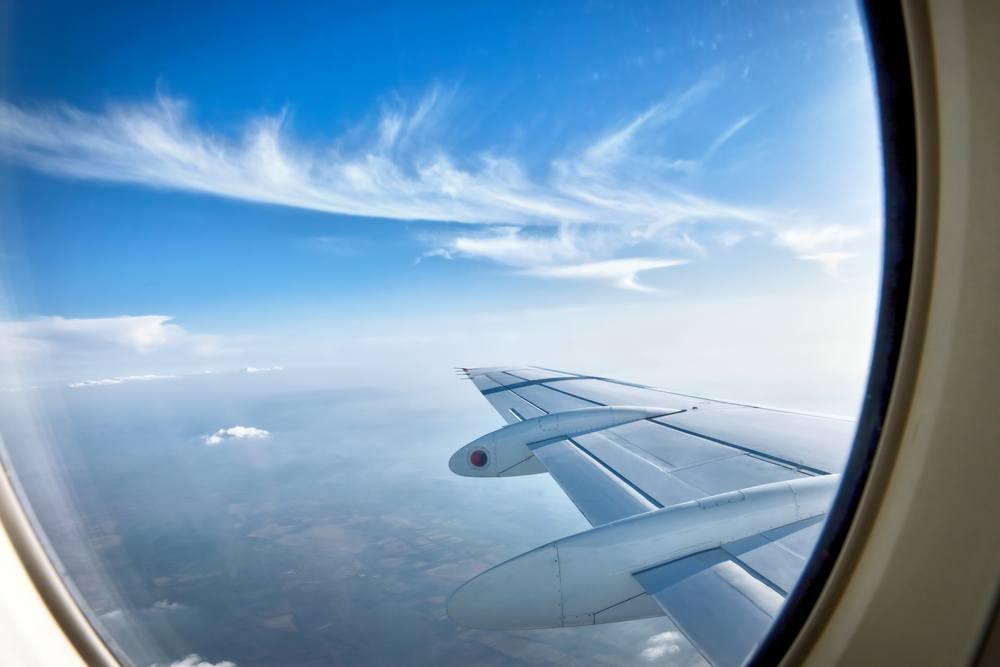 sonhar que voa de avião