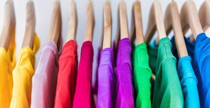 sonhar com roupas coloridas