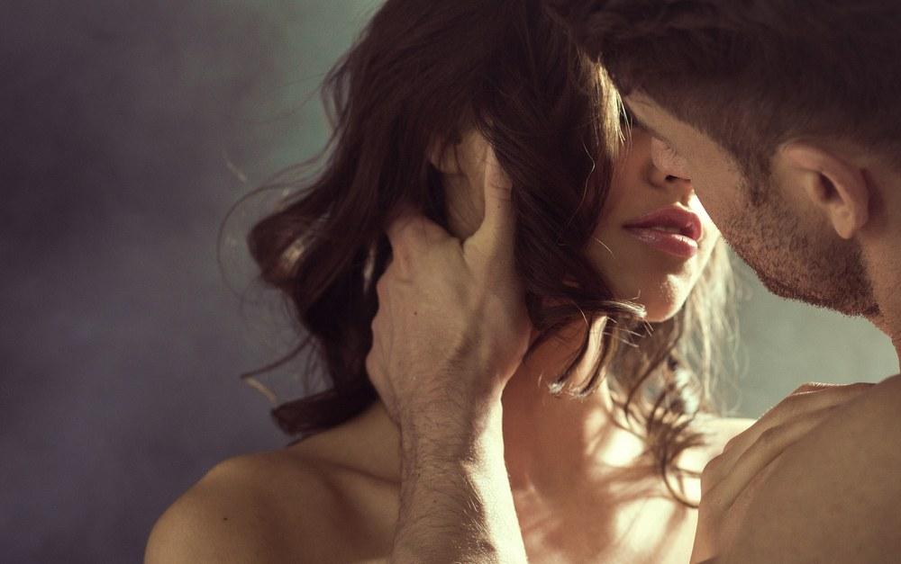 Sonhar com beijo na boca apaixonado