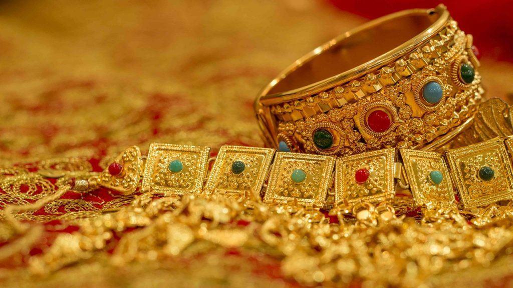 sonhar que vê joias de ouro