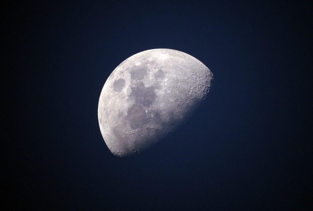 sonhar que vê a lua
