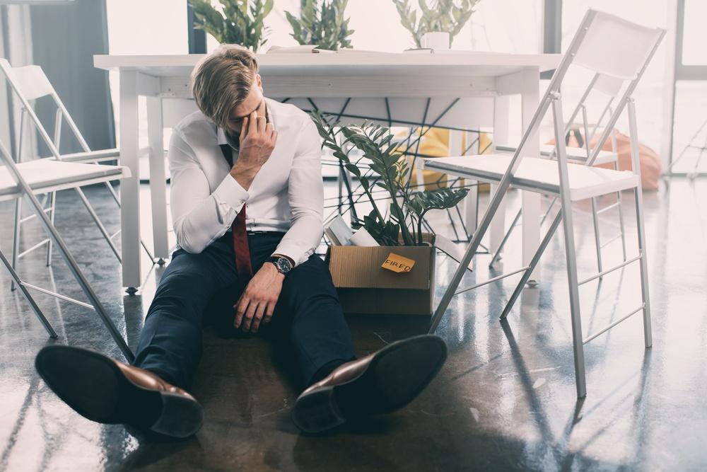 sonhar com amigo sendo demitido