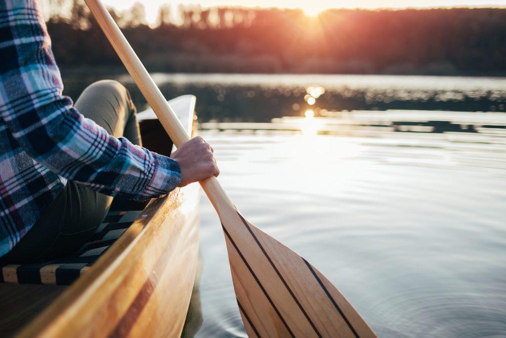 Sonhar que vê uma canoa