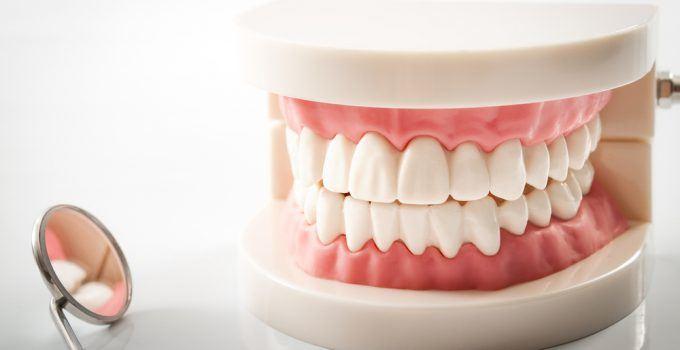 O que significa sonhar com dentadura?