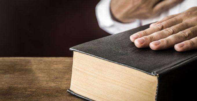 O que significa sonhar com juramento?