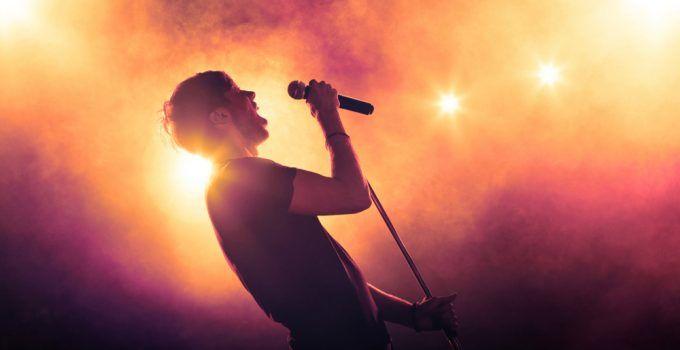 O que significa sonhar com cantor?