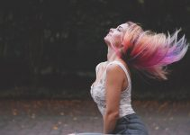 O que significa sonhar com cabelo de outra pessoa?
