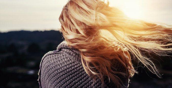 O que significa sonhar com cabelo loiro?