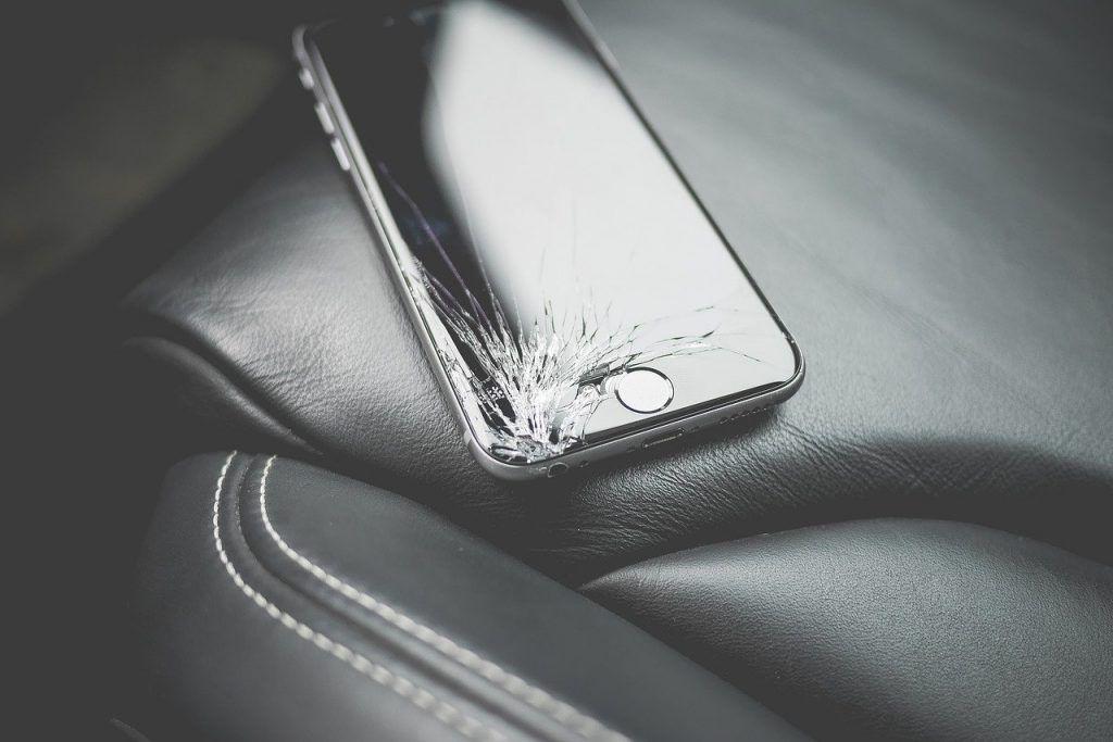 O que significa sonhar com celular quebrado?