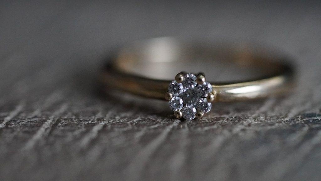 O que significa sonhar com anel de ouro?