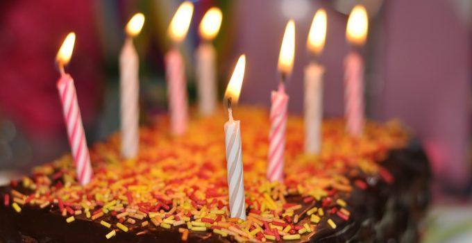 O que significa sonhar com bolo de aniversário?