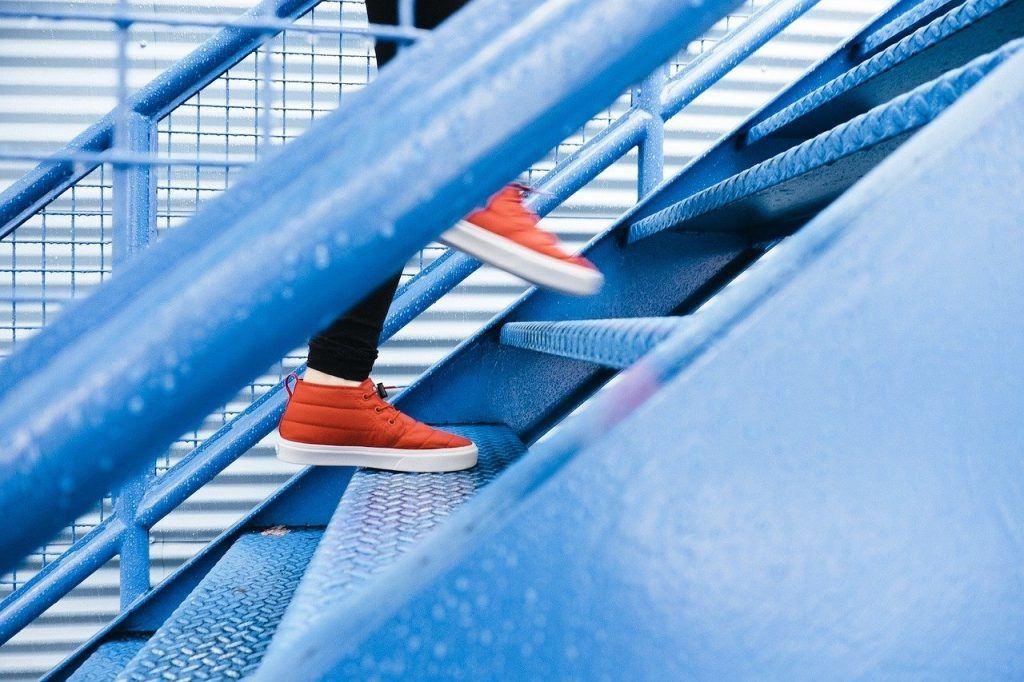 O que significa sonhar que sobe escada?