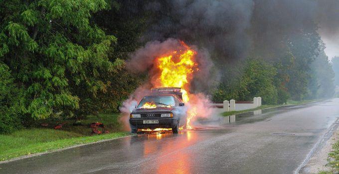 O que significa sonhar com carro pegando fogo?